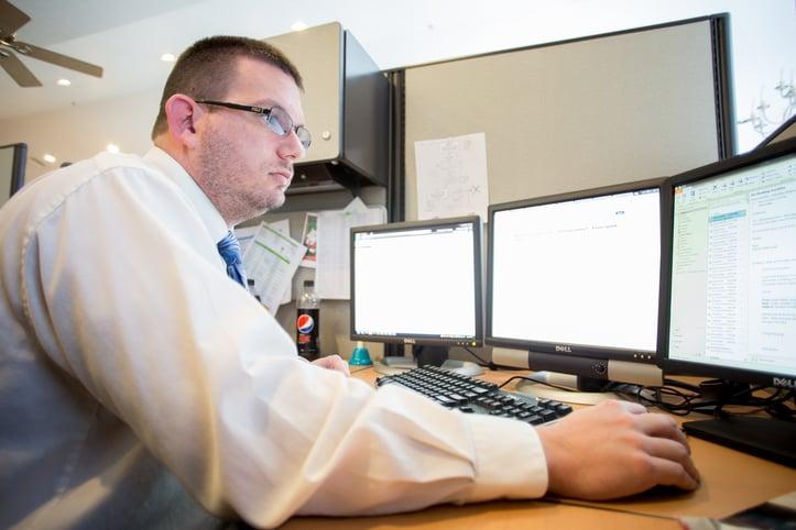 Technician managing client licenses